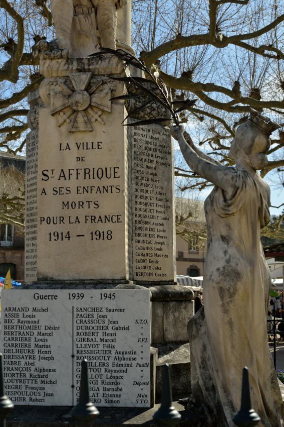 Saint-Affrique monument aux morts